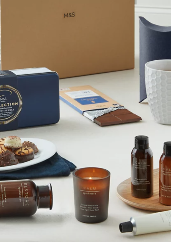Giveaway: Win A Cosy Night In Gift Box worth £50